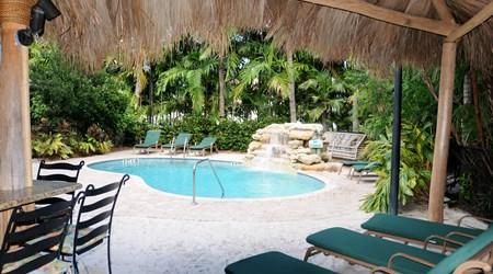 Crane's BeachHouse Hotel & Tiki Bar
