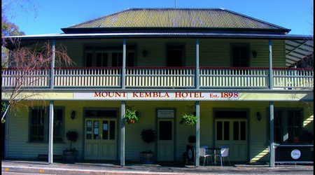 Mount Kembla Village Hotel