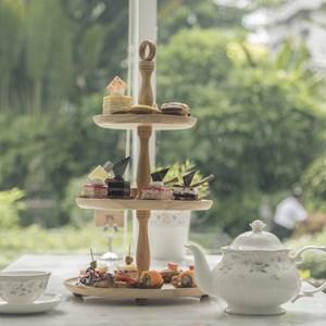 Afternoon tea set / Teerapong Tanpanit/Shutterstock.com