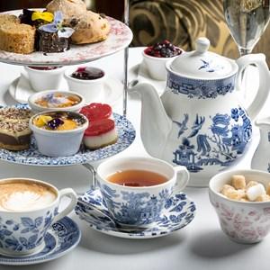 afternoon tea sandwich sweet / petereleven/Shutterstock.com
