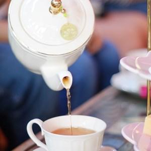 Afternoon tea / heygigpic/Shutterstock.com