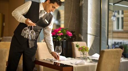 Restaurant & Lounge Slon
