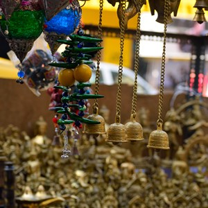 Antique shop / Pawan Pathak/Shutterstock.com