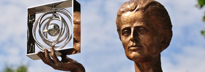 statue to Maria Skłodowska-Curie