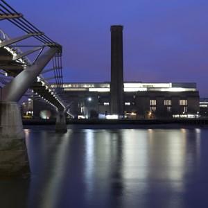 Tate Modern at night / r.nagy/Shutterstock.com