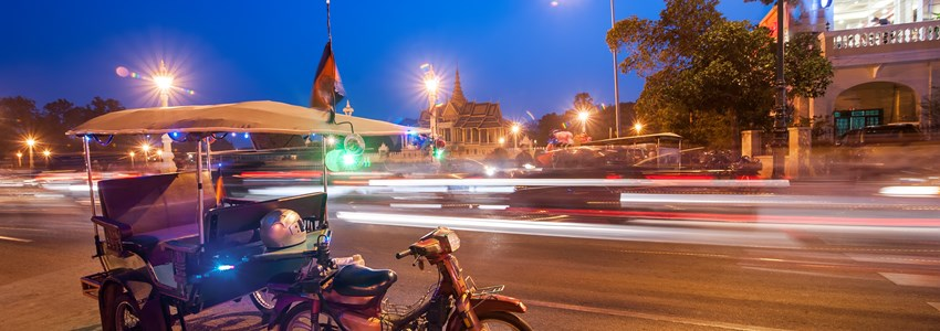 street in Phnom Penh at night