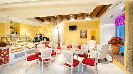 Mademoiselle Café (Meriton Old Town Garden Hotel)