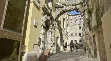 Old Gateway or Roman Arch