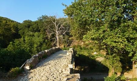 Trekking at Rikhtis gorge