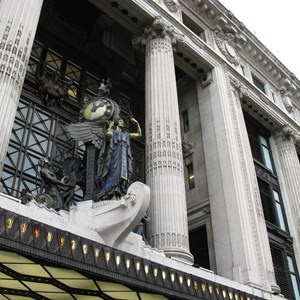 Selfridges london / inavanhateren/Shutterstock.com