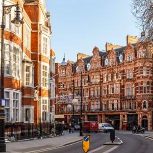 building in Mayfair, London / Alexey Fedorenko/Shutterstock.com