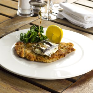 Escalope of veal Holstein / Chef photography/Shutterstock.com