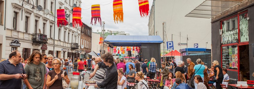 busy street market