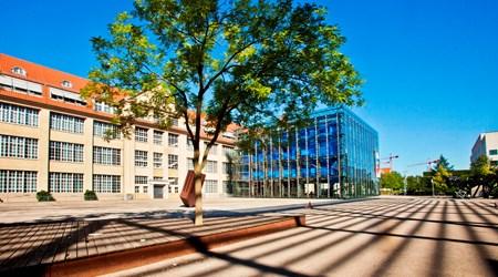 ZKM (Zentrum für Kunst und Medien)