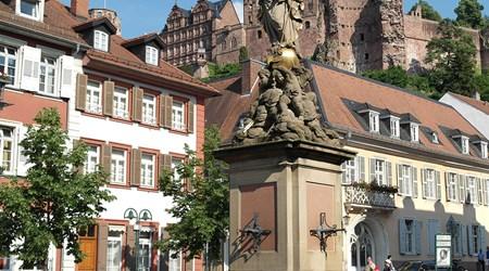 Kornmarkt with Madonna statue