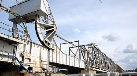 Railway drawbridge in Podjuchy