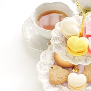 Heart shaped macaron on hand print cake stand / jreika/Shutterstock.com