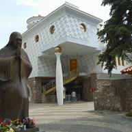 Mother Teresa Statue