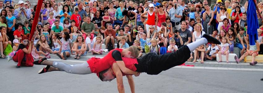 Ana Desetnica street theatre festival