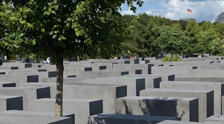 Denkmal für die ermordeten Juden Europas (Memorial to the  Murdered Jews of Europe)